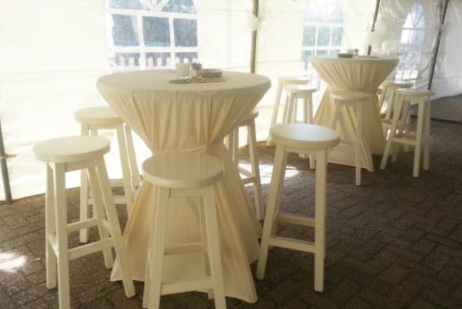 Tafels en stoelen huren | Tentenverhuur Piek van Mil